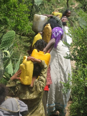 african poverty women carrying water